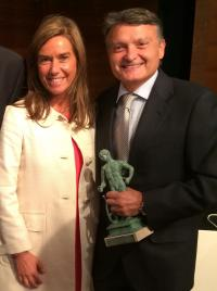 Dr. Bernabeu granted with an Award for his career path by the Spanish Medical Association