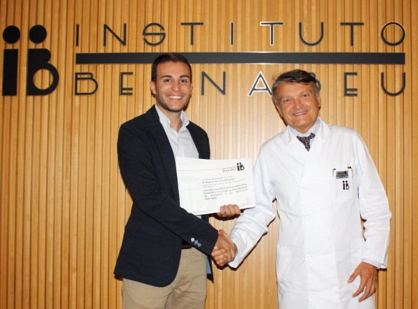 Bernabeu Foundation delivers the scholaship for training and one year paid work to the outstandig student of the Master of Medicine