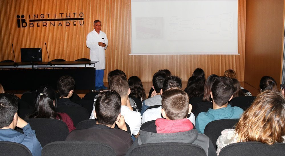 Instituto Bernabeu is celebrating world DNA day today by inviting students to visit its genetics laboratories