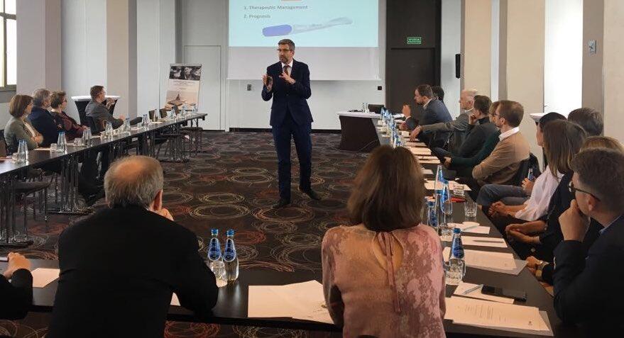 El doctor Llácer imparte en Varsovia una conferencia sobre la personalización del tratamiento de la paciente con baja respuesta ovárica