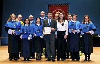 Premio San Alberto Magno 2011 de la Universidad de Alicante por calidad en la enseñanza.