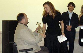 La Confederación de Discapacitados Físicos y Orgánicos de la Comunidad Valenciana (COCEMFE) premia al Instituto Bernabeu y a la Fundación Rafael Bernabeu, Obra Social