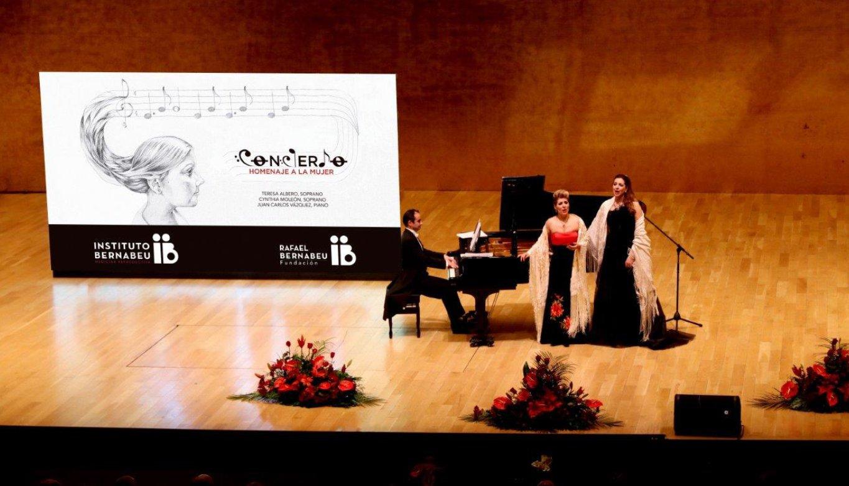 Teresa Albero, Cynthia Moleón y Juan Carlos Vázquez
