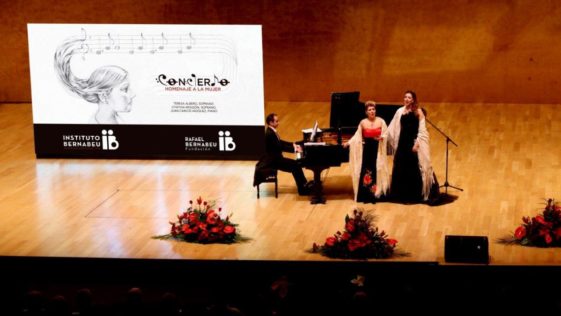 Lleno absoluto del ADDA para el concierto homenaje a la mujer del Instituto Bernabeu