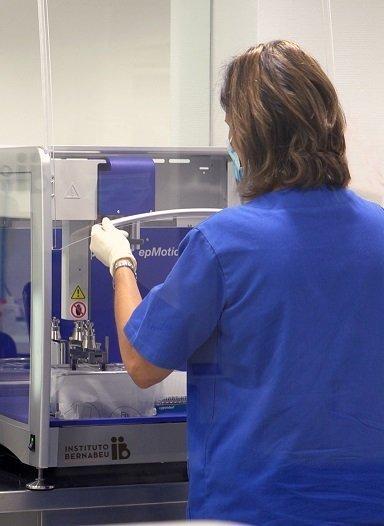 Instituto Bernabeu incorpora un secuenciador masivo que multiplica la potencia de análisis para descubrir alteraciones genéticas