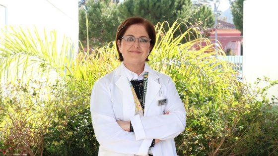 Conoce a la endocrinóloga Pino Navarro