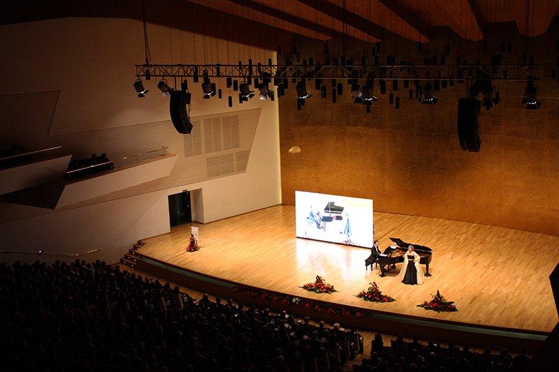 Über 1.200 Teilnehmer trafen sich beim IV Konzert zu Ehren der Frauen, das von der Stiftung Rafael Bernabeu organisiert wurde.