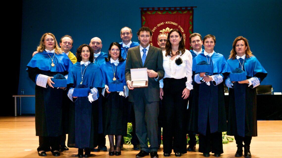 2011 Saint Alberto Magno award from the University of Alicante.