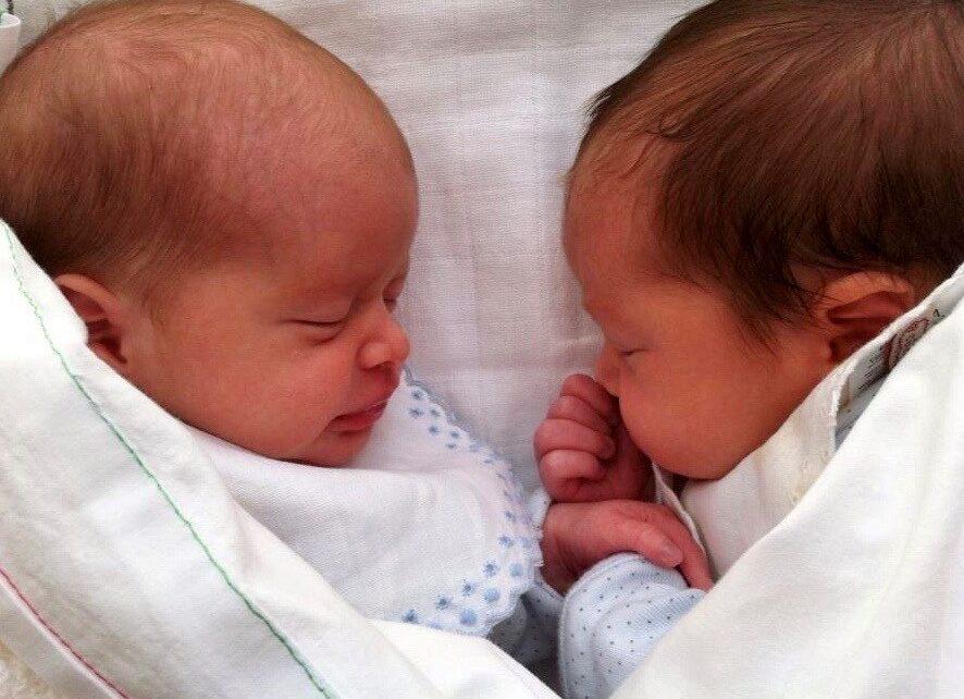 Warum ist es wichtig, eine Zwillings- oder Drillingsschwangerschaft zu vermeiden?
