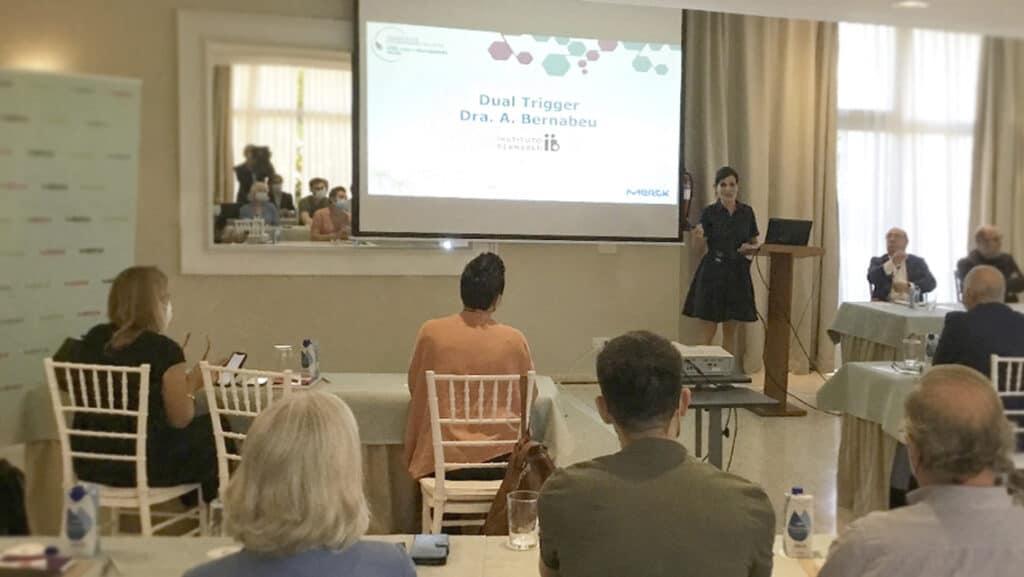 """a doctora Andrea Bernabeu participa en el Foro Mediterráneo con una ponencia sobre la eficacia de la técnica de """"dual o doble trigger"""" para la maduración ovocitaria"""